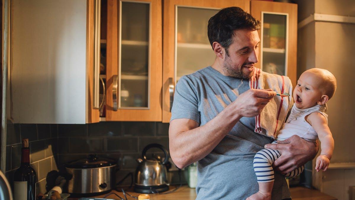 Parents : porter un bébé sans se faire mal