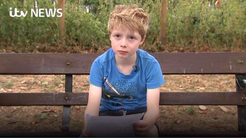 A 8 ans, il demande à un laboratoire de baisser le prix d'un médicament