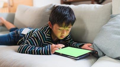 Myopie : les jeux vidéos dans le viseur de la Chine