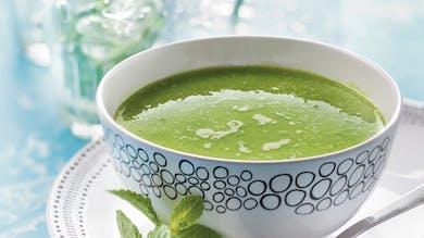 Soupe glacée de petits pois à la menthe