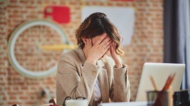 Calmer une crise d'angoisse au travail en 4 étapes