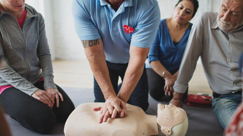 Arrêt cardiaque: mieux former aux gestes qui sauvent