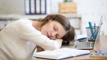 femme et sieste
