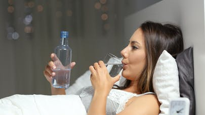 Des nuits trop courtes augmenteraient le risque de déshydratation