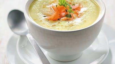 Soupe de courgettes au curry et saumon fumé