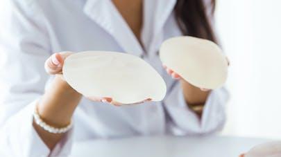 Prothèses mammaires et risque de cancer: il faut privilégier l'enveloppe lisse