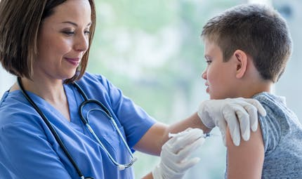 Grippe : faut-il vacciner les enfants de 2 à 10 ans ?