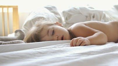 Enfant : dormir bouche ouverte, un signe d'apnée du sommeil