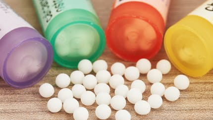Homéopathie: des académiciens réclament son déremboursement