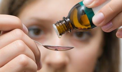 Faut-il prendre des gouttes ou des ampoules de vitamine D en hiver ?