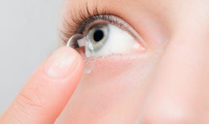 Lentilles de contact : les porteurs ont 3 fois plus de bactéries dans les yeux