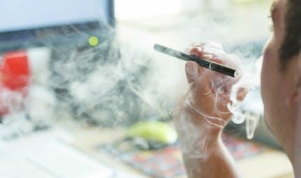 Contre le tabagisme, les autorités anglaises recommandent le vapotage