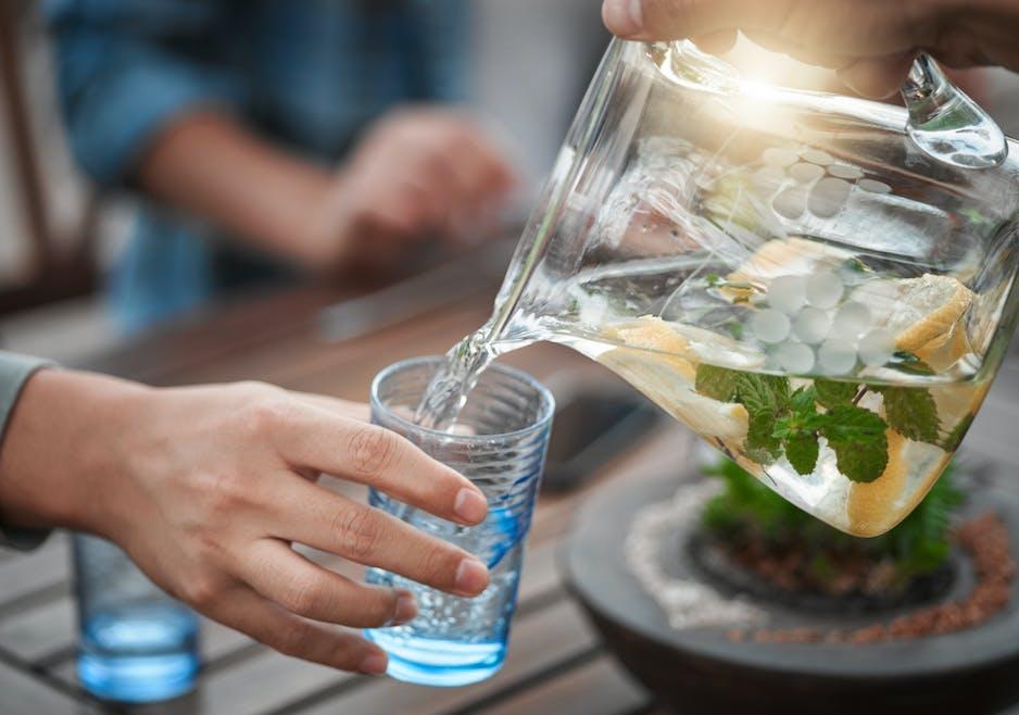 Boire 1,5 à 2 l d'eau par jour pour la santé de ses reins