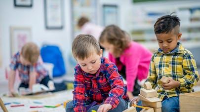 Les enfants défavorisés ont plus souvent un retard de langage