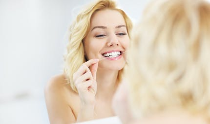 Le fil dentaire : dangereux pour la santé ?