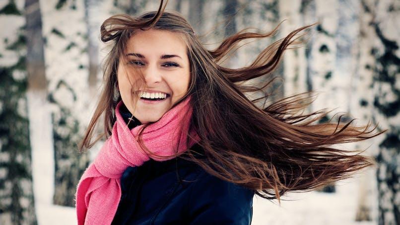 3 gestes pour se débarrasser des cheveux électriques