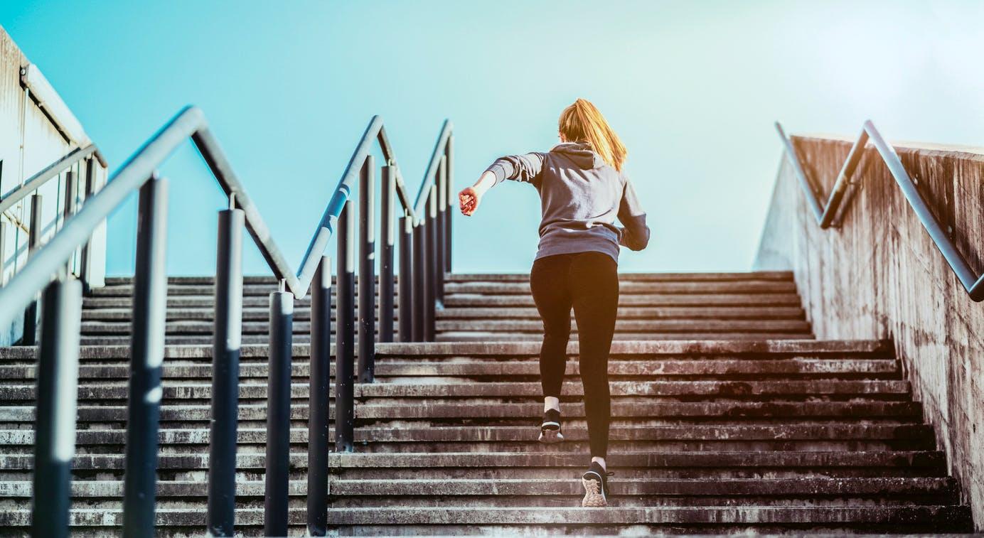 Monter les escaliers tout au long de la journée participe à une ...