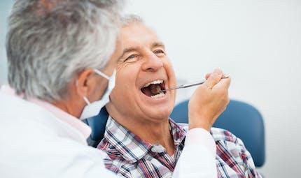 Gingivite : elle jouerait un rôle clé dans l'apparition d'Alzheimer