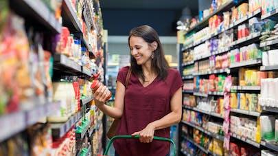 femme au supermarché