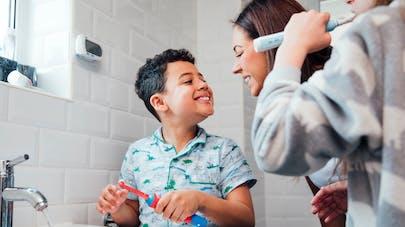 Hygiène dentaire : l'erreur de 40% des enfants avec le dentifrice