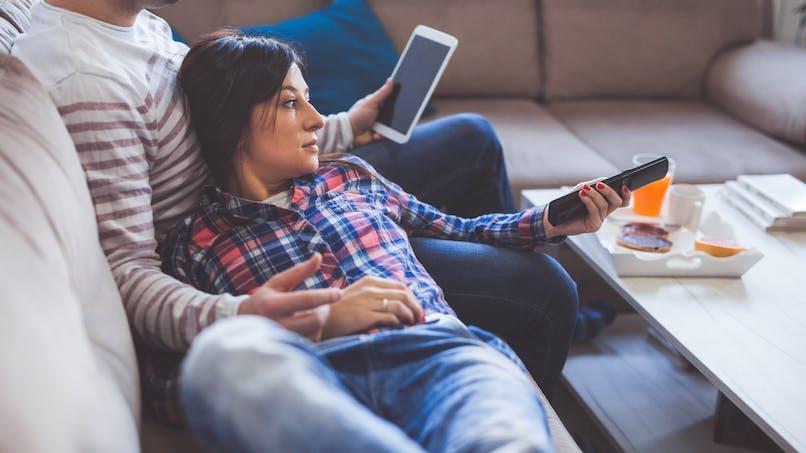Trop de temps passé devant la télévision augmente le risque de cancer colorectal
