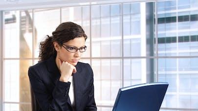 femme et ordinateur