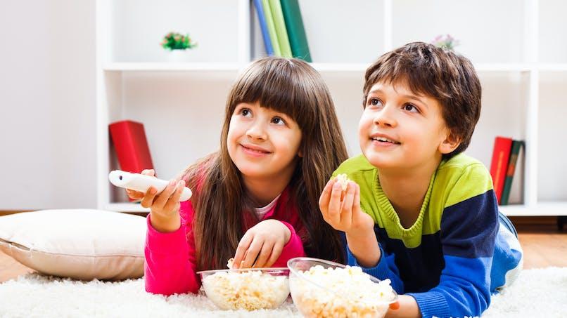 Regarder la télévision est le comportement sédentaire le plus dangereux pour les enfants