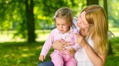 """Ces attitudes parentales qui règlent le cerveau du bébé en """"mode"""" colère"""