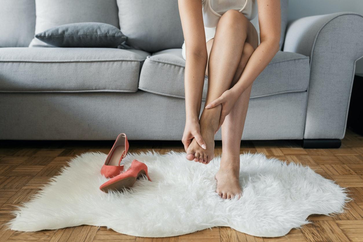 mains et pieds enfles