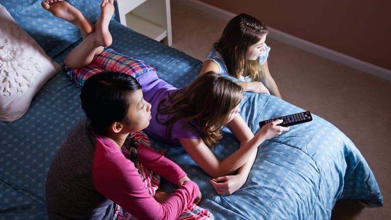 Télévision dans la chambre de l'enfant : pourquoi c'est une très mauvaise idée