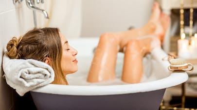 femme dans le bain