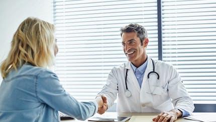 Déserts médicaux : les Français favorables à une répartition équitable des jeunes médecins