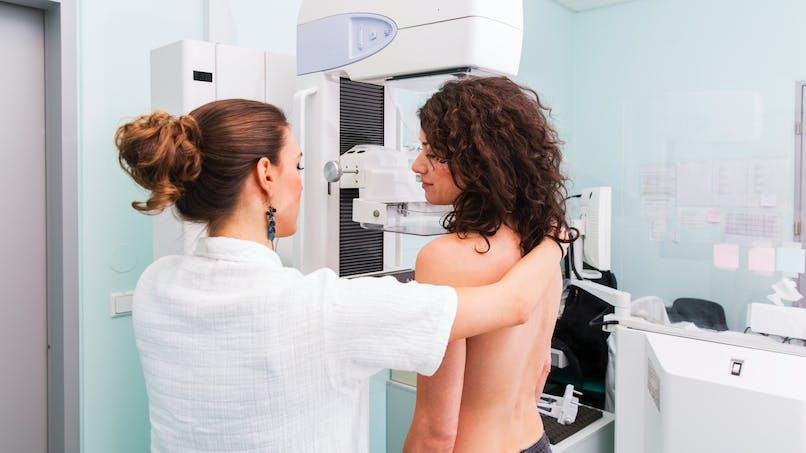 Mammographie: l'autocompression du sein réduit la douleur