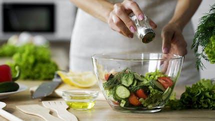 Hypotension : attention, le sel peut augmenter les étourdissements