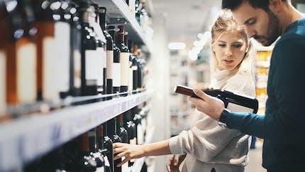 Boire une bouteille de vin reviendrait à fumer 10 cigarettes par semaine