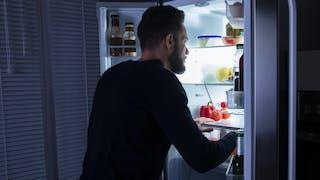 Problème cardiaque : dîner tard et sauter le petit-déjeuner augmente le risque
