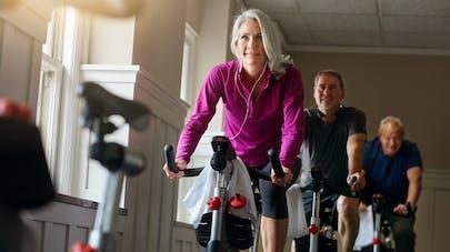 Ménopause : faire des sprints à vélo pour diminuer les symptômes