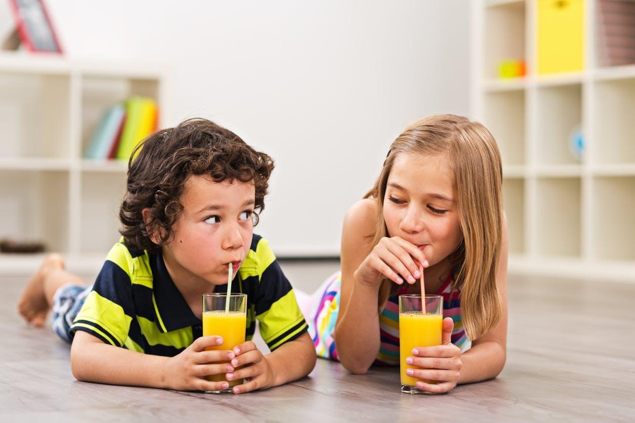 Du jus de fruits pour les enfants, bonne ou mauvaise idée ?