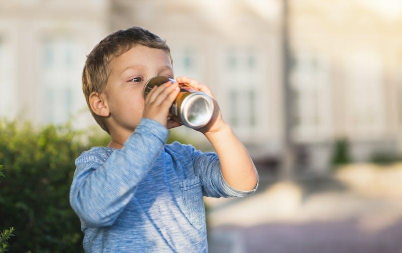 """Les sodas """"light"""" sont-ils dangereux pour les enfants ?"""