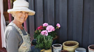 Jardiner, se promener : une bonne façon de réduire le risque cardiovasculaire chez la femme