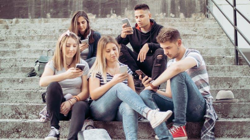 Réseaux sociaux : ils auraient un minuscule effet sur l'humeur des adolescents