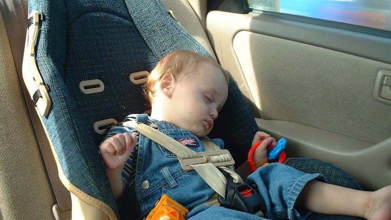 Une étude alerte sur le danger de faire dormir bébé dans un siège auto