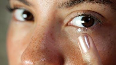 Pourquoi faut-il éviter de dormir avec les lentilles ?
