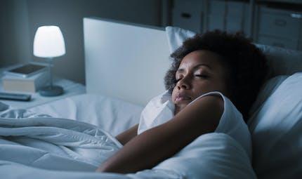 Dormir avec de la lumière pourrait faire prendre du poids