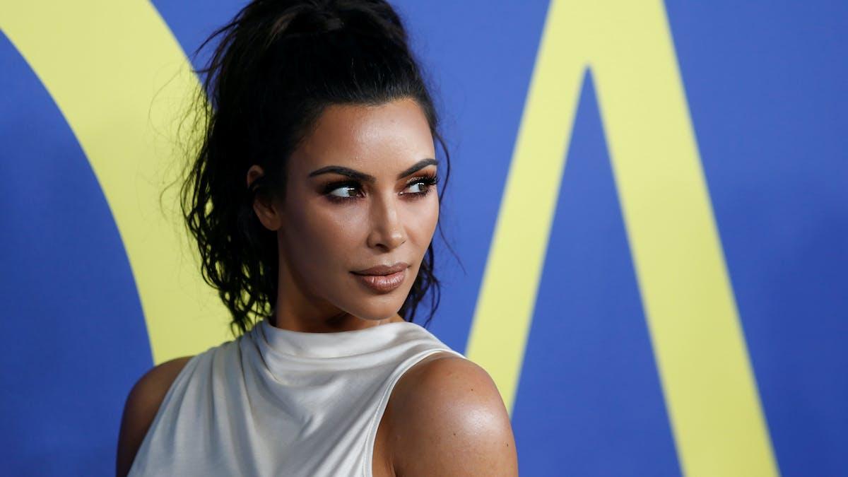 Kim Kardashian dévoile ses secrets pour gérer son psoriasis
