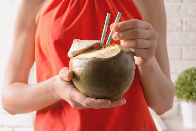 L'eau de coco est reminéralisate