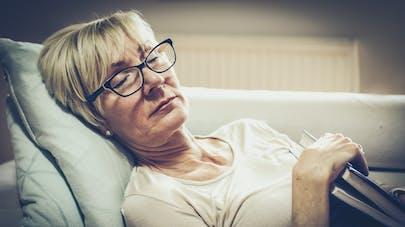 Alzheimer : un sommeil perturbé à la cinquantaine augmenterait le risque