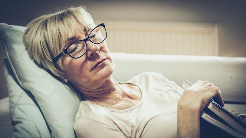 Alzheimer : un sommeil perturbé vers 50-60 ans augmenterait le risque