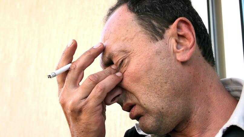 Fumer endommagerait les yeux autant que les poumons