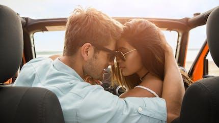 Faire l'amour dans une voiture